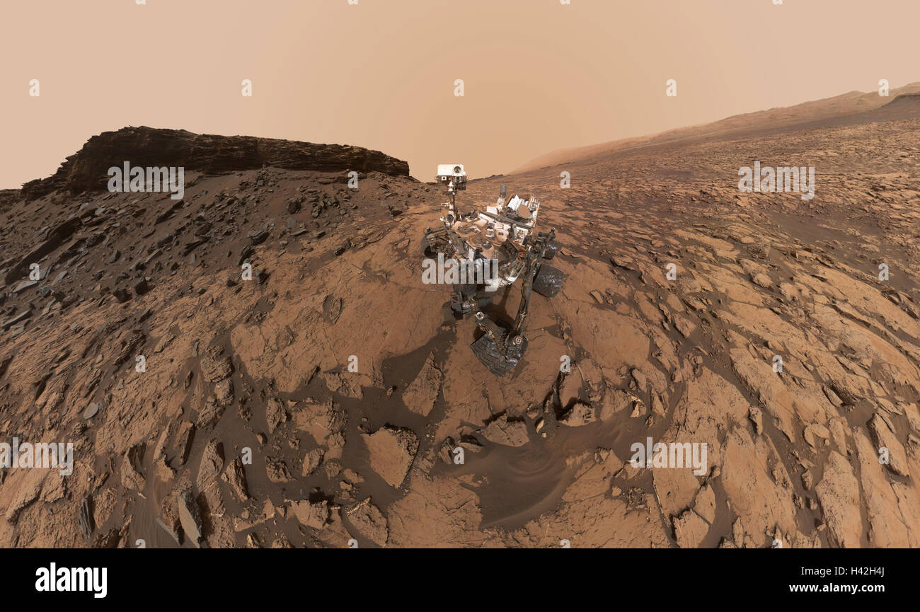 Curiosidad Mars Rover Selfie en quela ubicación de perforación, Murray Buttes, Monte Sharp, marte Imagen De Stock