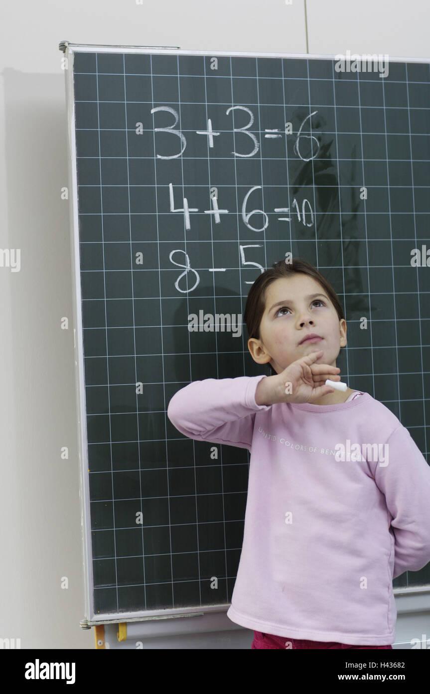 Las niñas, de la escuela, un tablón de anuncios, asignación aritmética, Foto de stock