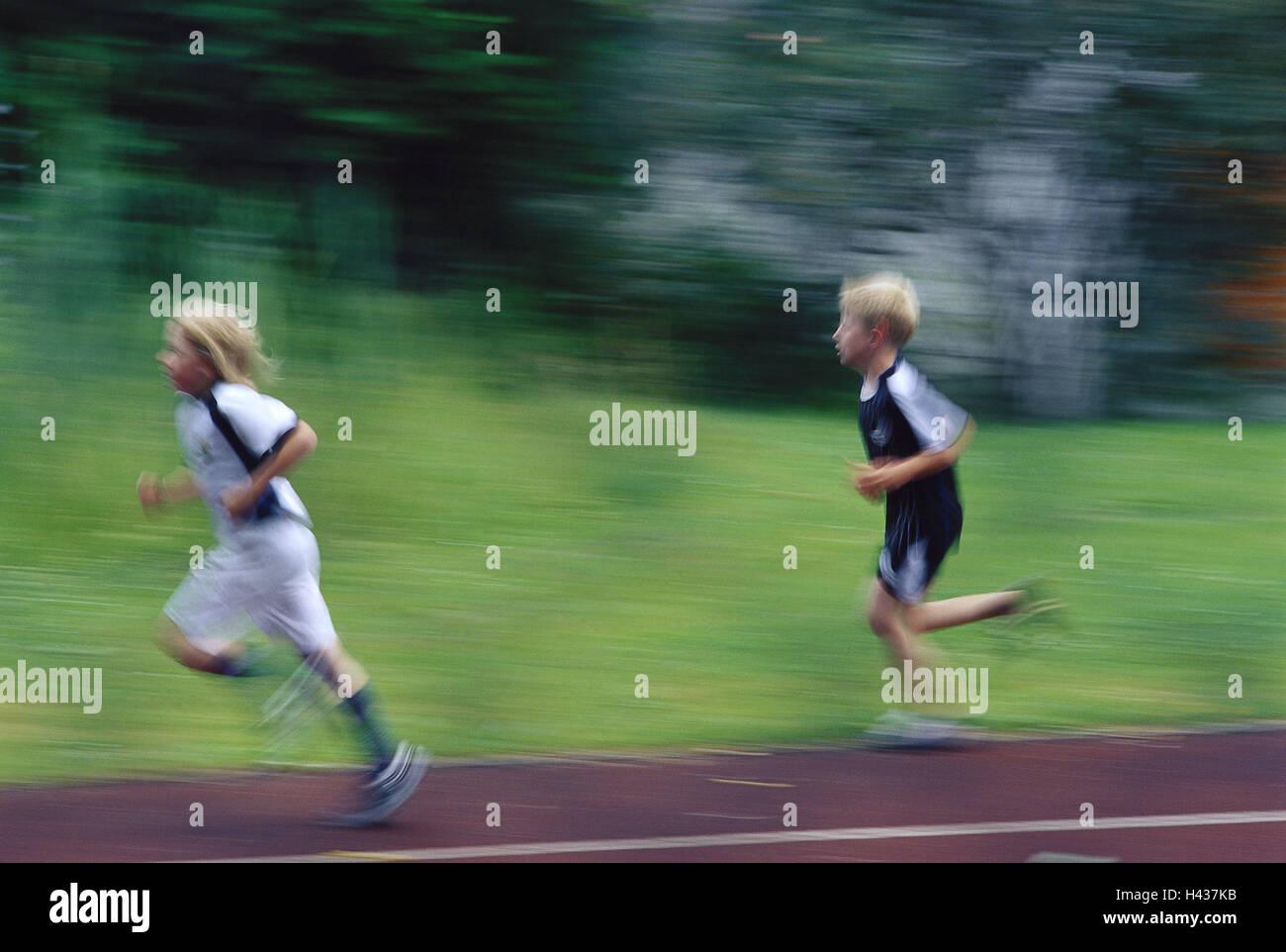 Campo de Deportes, Boy, Run, vista lateral, Blur, ningún modelo de liberación, persona, niños, colegiales, Imagen De Stock
