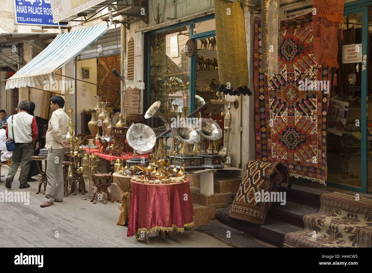 Arabia Saudita, provincia Riyadh, Riyadh, tiendas, turistas, Imagen De Stock