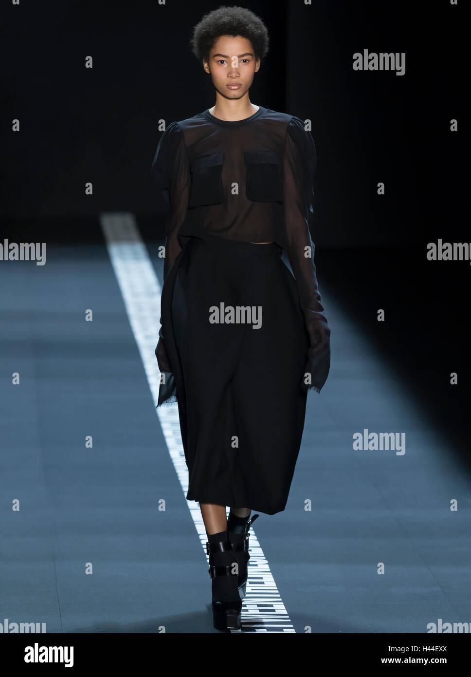 Vera Wang Fashion Show Imágenes De Stock & Vera Wang Fashion Show ...