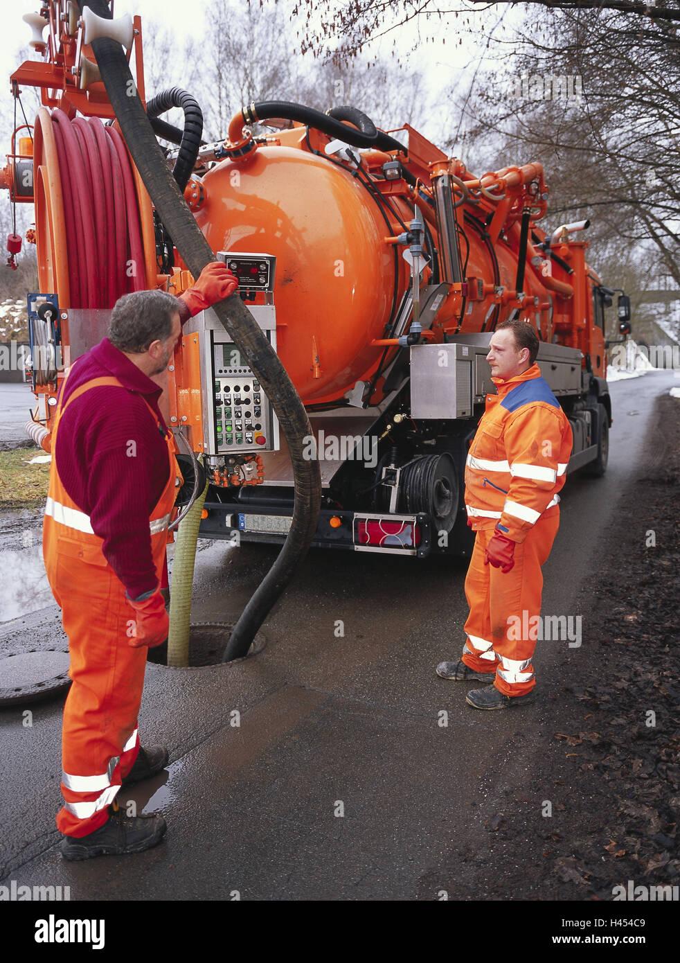 Alemania, calle, eliminación de aguas residuales, vehículo aspirador, hombres bomba, canal, empresa de Imagen De Stock