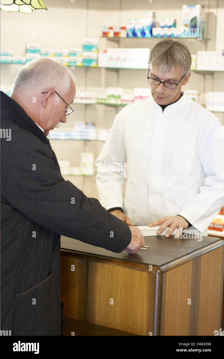 Hombre, farmacia, medicamentos, pagar, Foto de stock