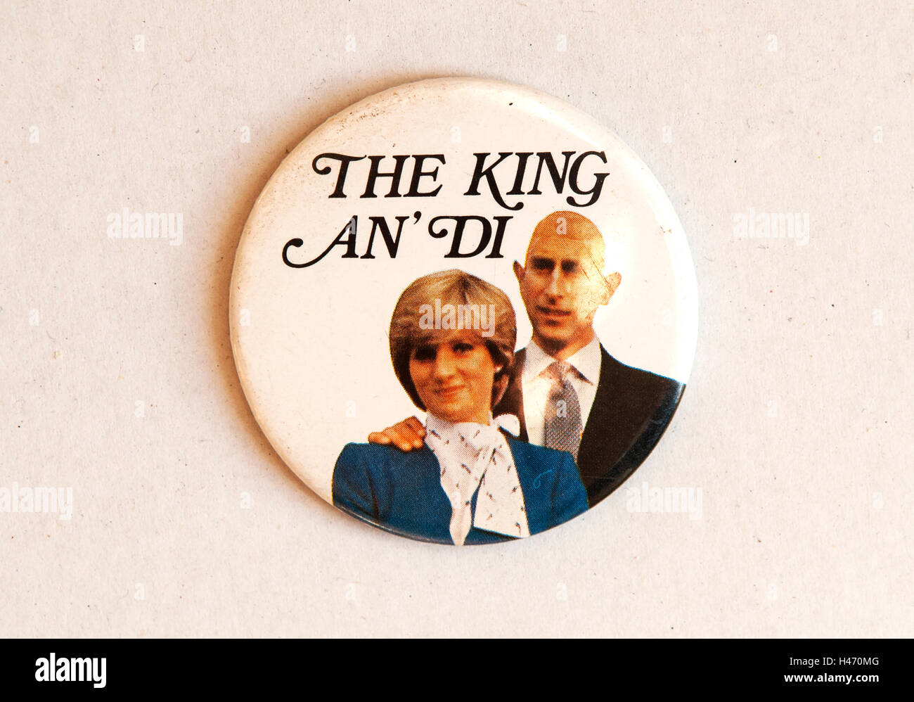 Boda Real el Príncipe Charles y Lady Diana Spencer. El 29 de julio de 1981, el botón pin insignia de recuerdos. Imagen De Stock
