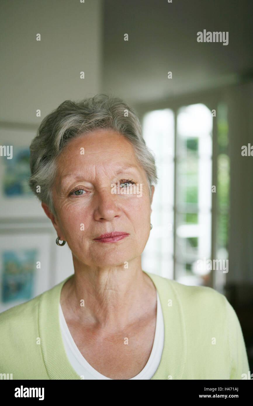 Plana Senior Pensativo Retrato Persona Mujer Viejo