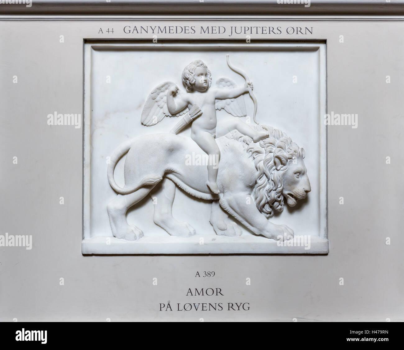 Cupido en la espalda de un león - Amor, Museo Thorvaldsen, Copenhague, Dinamarca Imagen De Stock