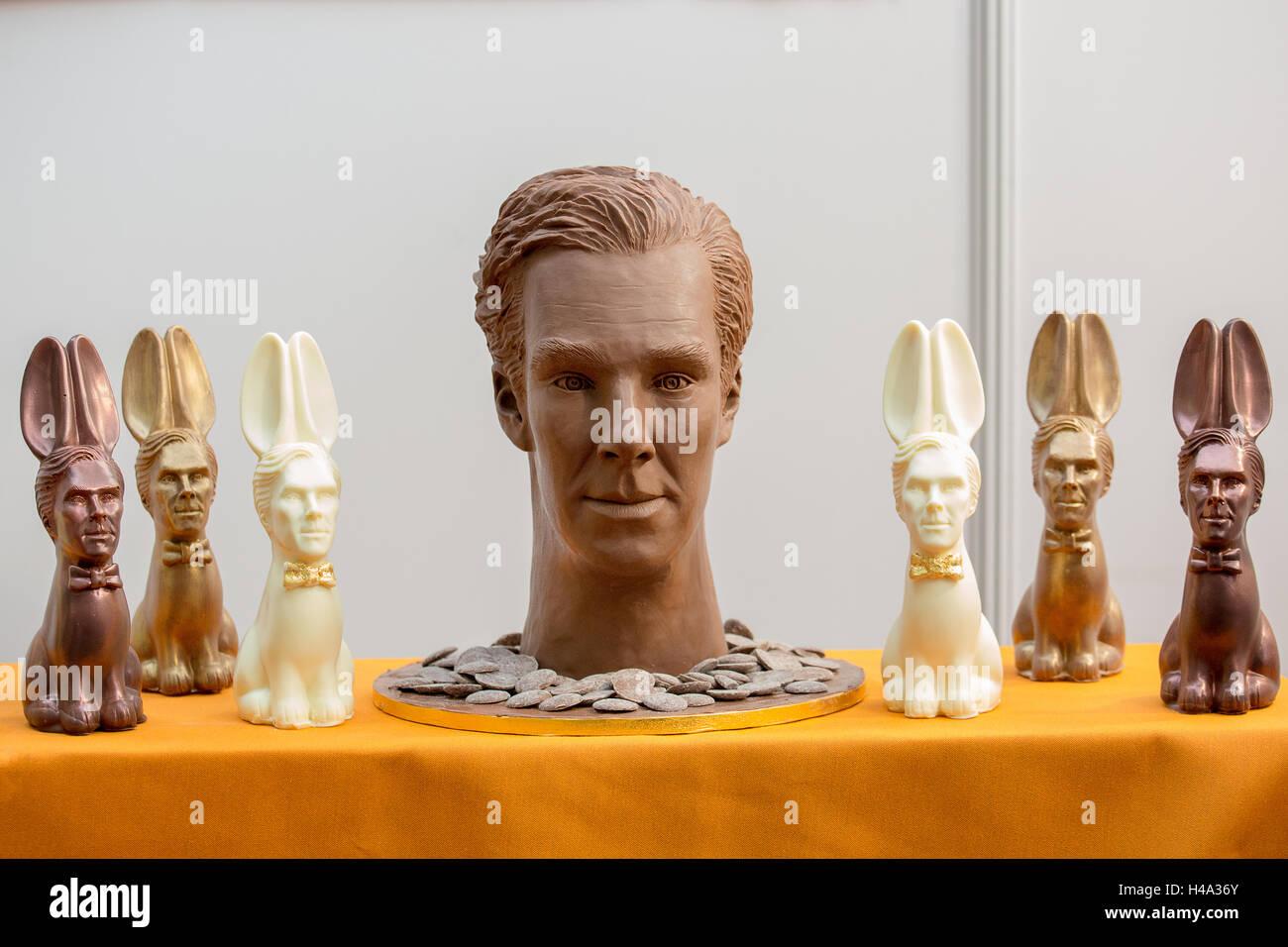 Escultura de chocolate.El Chocolate espectáculo tiene lugar en el Olympia de Londres, Reino Unido, a partir de 14º Foto de stock