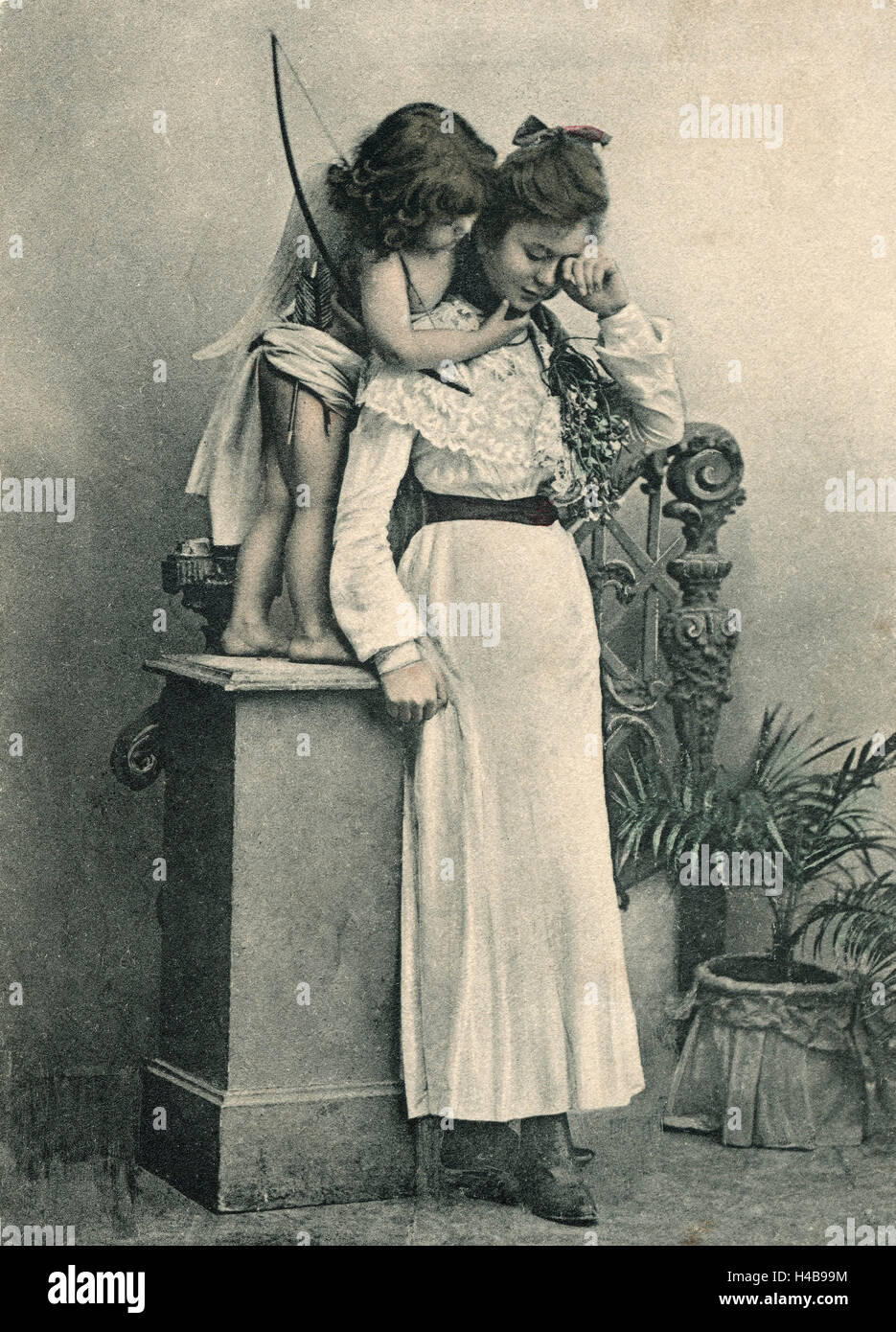 Postcard, históricos, Amor comodidades joven, b/w, Imagen De Stock