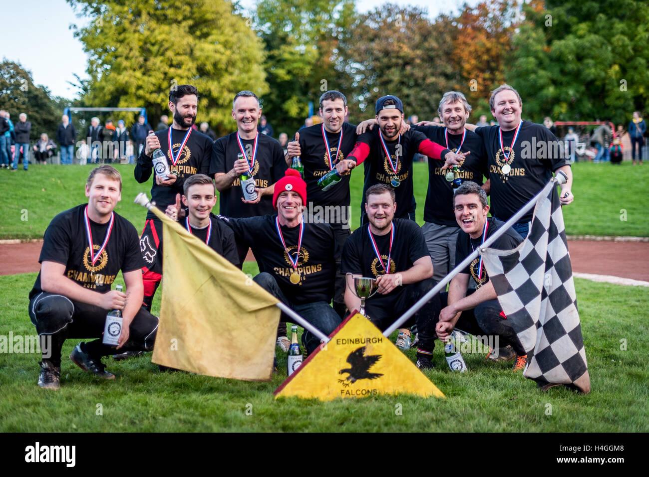 Edimburgo, Reino Unido. 16 Oct, 2016. Edimburgo halcones Ciclismo Club Speedway conmemorar la conquista de la Liga Imagen De Stock
