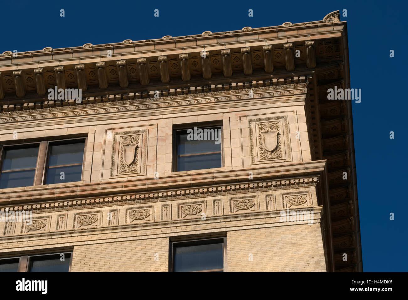 Arquitectura de estilo revival renacentista rascacielos en W 3º Norte y calles principales. Winston Salem NC. Imagen De Stock