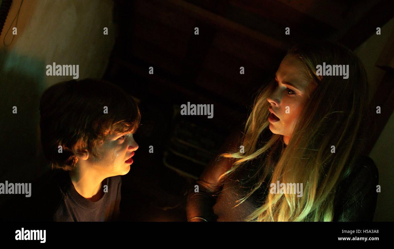 dcdb635cee7b ... Título  Lights Out Estudio  New Line Cinema Director  David F. Sandberg  parcela  Cuando su hermano pequeño