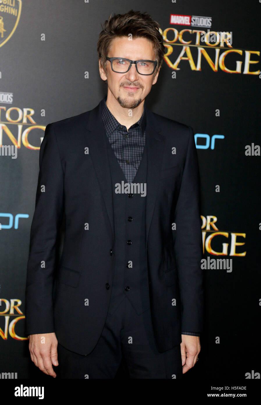"""Hollywood, ESTADOS UNIDOS. 20 Oct, 2016. Scott Derrickson en el estreno mundial de 'Doctor extraño"""" Imagen De Stock"""
