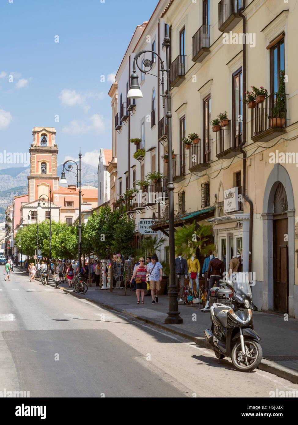 Vista a lo largo de Corsa Italia en Sorrento Italia Imagen De Stock