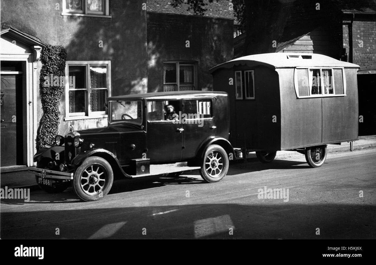Rover 10 1926 con 1927 Lady ágil caravana Foto de stock