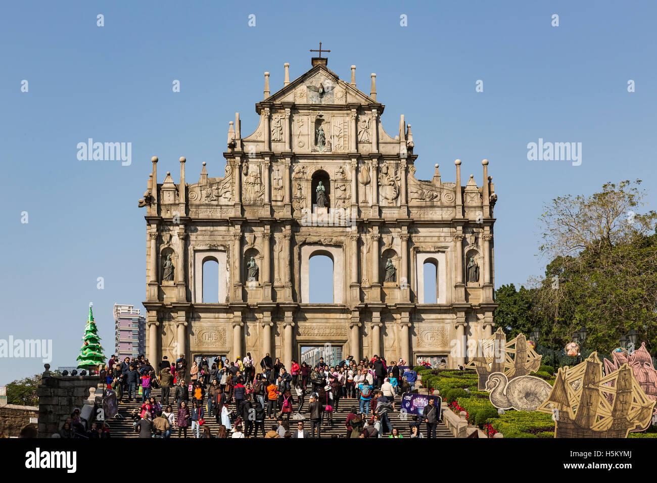 Macao, China. De diciembre de 2015. Vista de las ruinas de la iglesia de San Pablo. Imagen De Stock