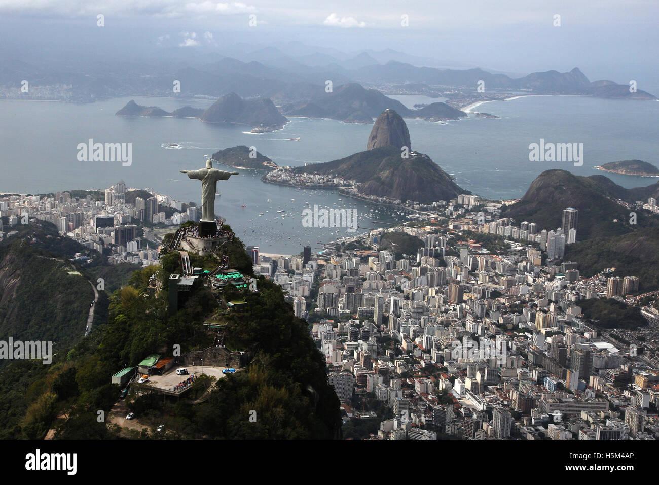 Río de Janeiro, Brasil 2016 Cristo Redentor Cristo redentor ( ) en la cima de la montaña de granito de Imagen De Stock