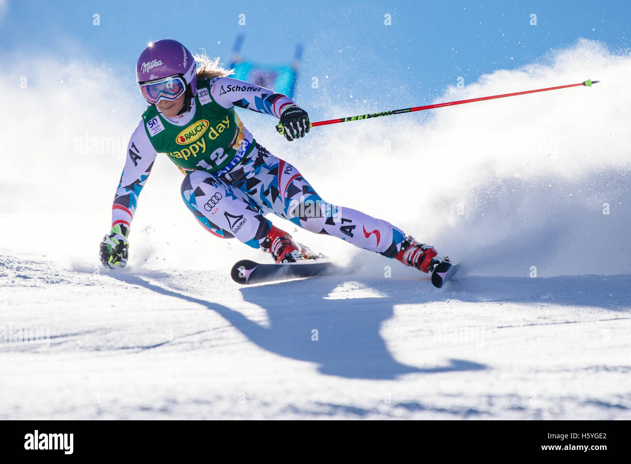 Solden, Austria. 22 Oct, 2016. Michaela Kirchgasser de Austria compite durante la primera ejecución del FIS World Foto de stock