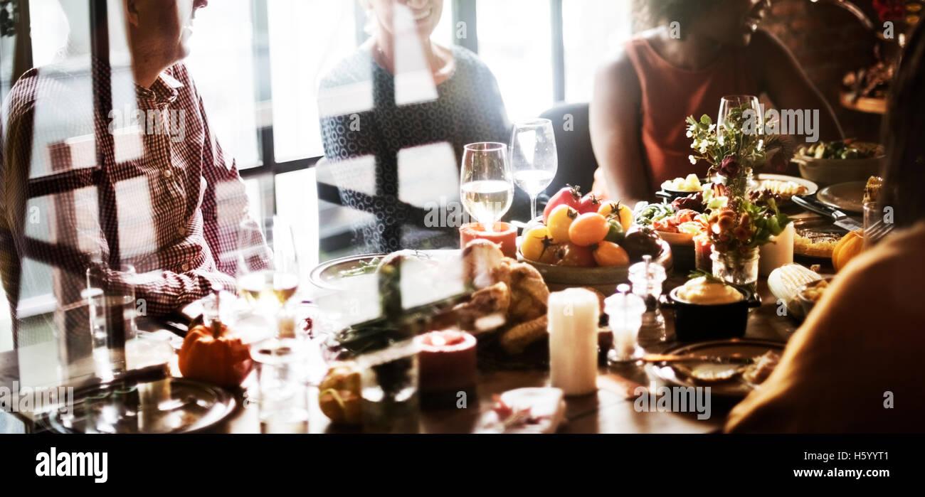 Celebración del Día de Acción de Gracias la tradición concepto cena familiar. Imagen De Stock