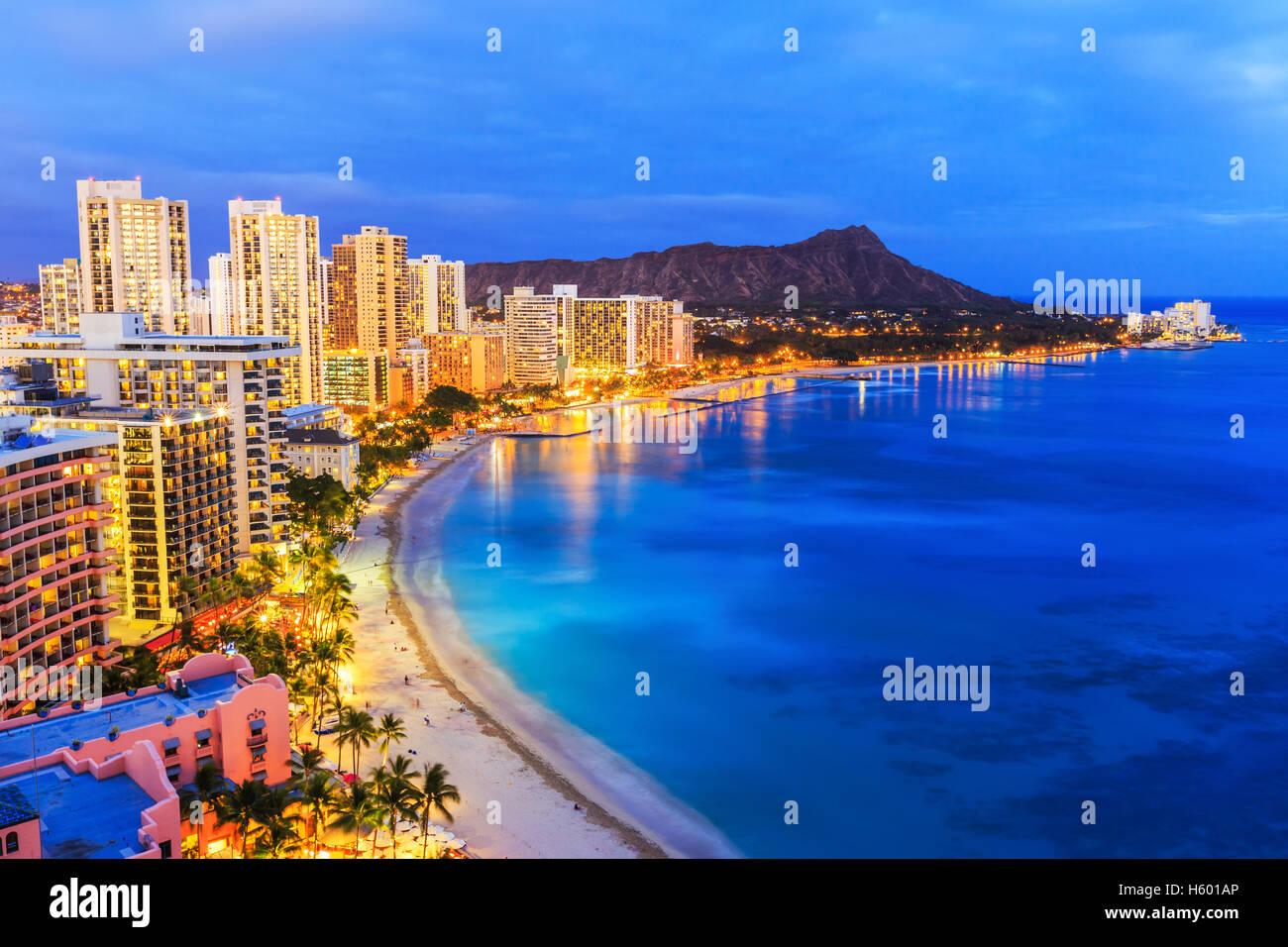 Honolulu, Hawai. Skyline en la playa de Waikiki. Foto de stock