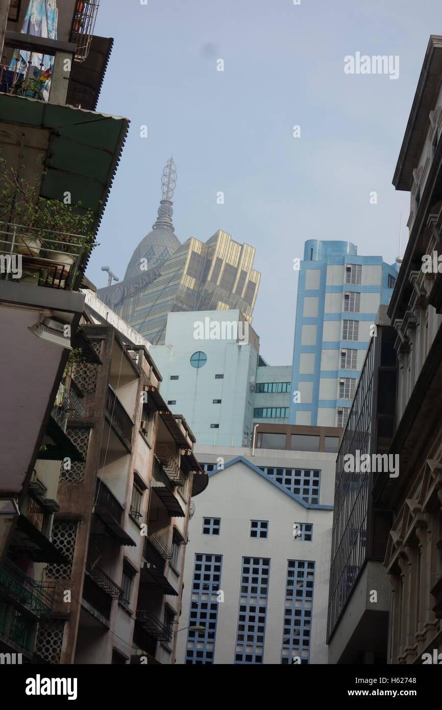 Techo en el centro de Macau China mezcla de antiguo, 1930 y nuevos casinos más allá Imagen De Stock