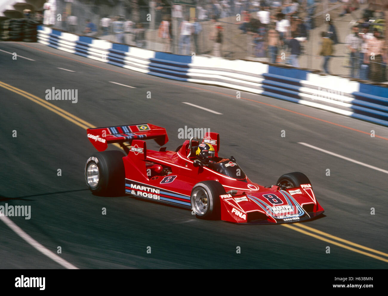 Carlos Pace conduciendo su Brabham BT44 Alfa Romeo Coche de carreras 1975 Long Beach US GP West Imagen De Stock