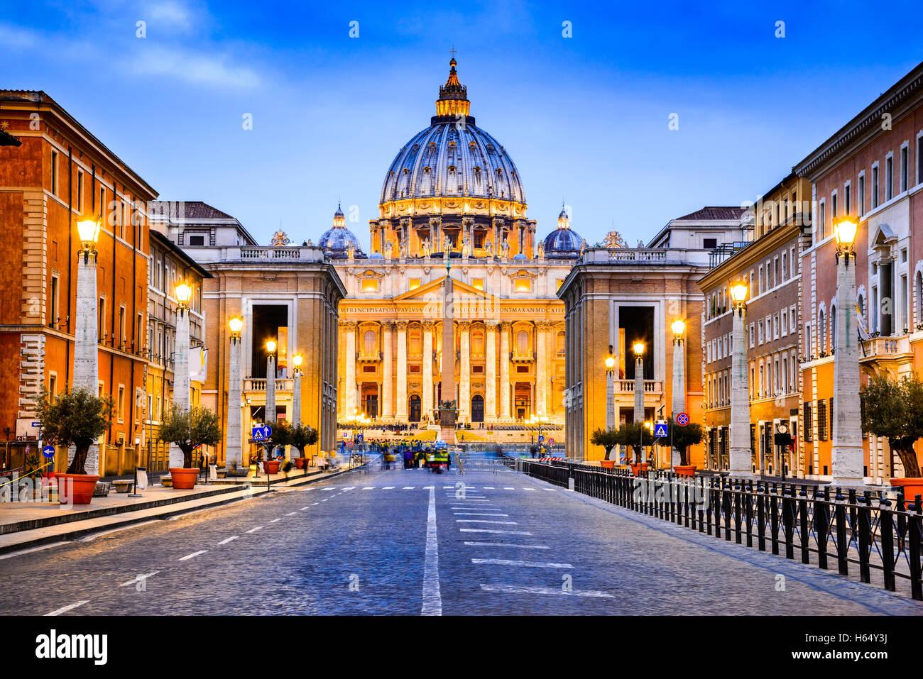 Roma, Italia. La Basílica Papal de San Pedro en el Vaticano (Basílica Papale di San Pietro in Vaticano) Imagen De Stock