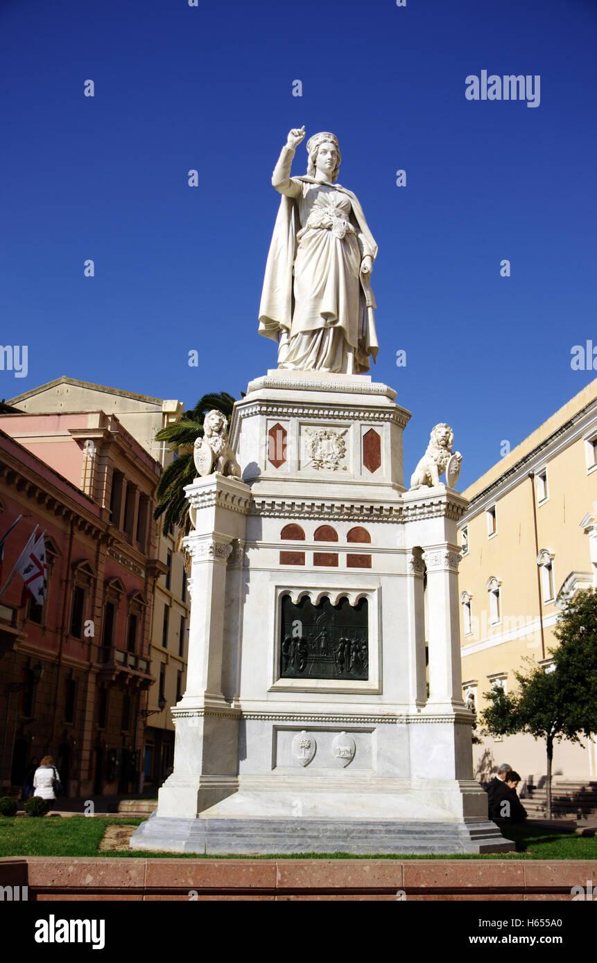 Oristano, Cerdeña. Leonor de Arborea reina memorial Foto de stock