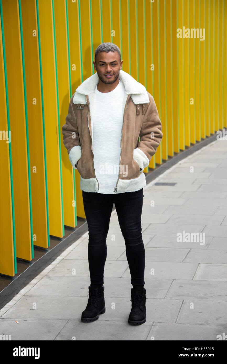 Londres, Reino Unido. 24 Oct, 2016. Nathan Henry posa para las fotos fuera de MTV HQ en la ciudad de Camden, Londres, Imagen De Stock