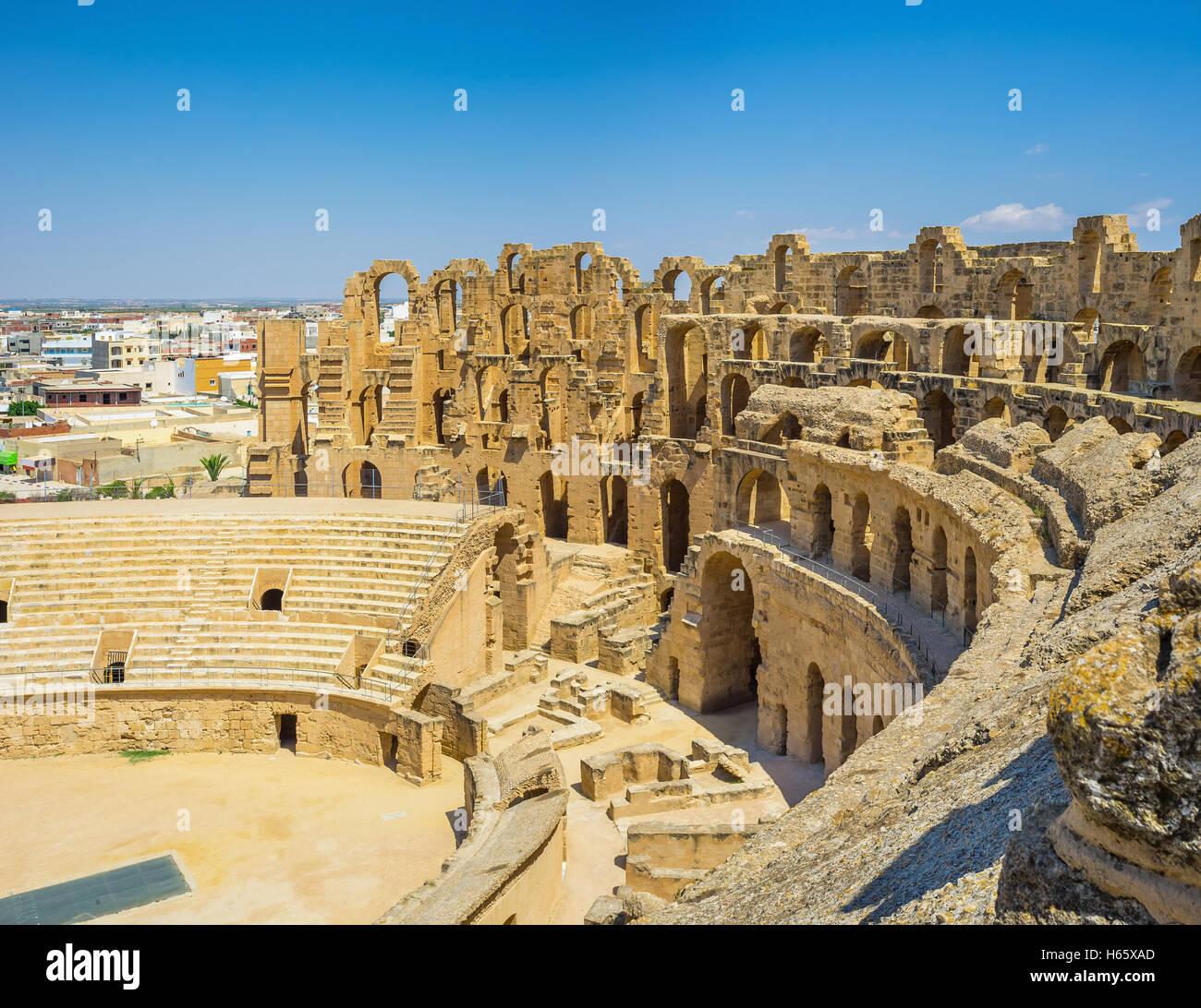 El famoso anfiteatro de El Jem es uno de los mejor conservados monumentos de época romana, Túnez. Imagen De Stock