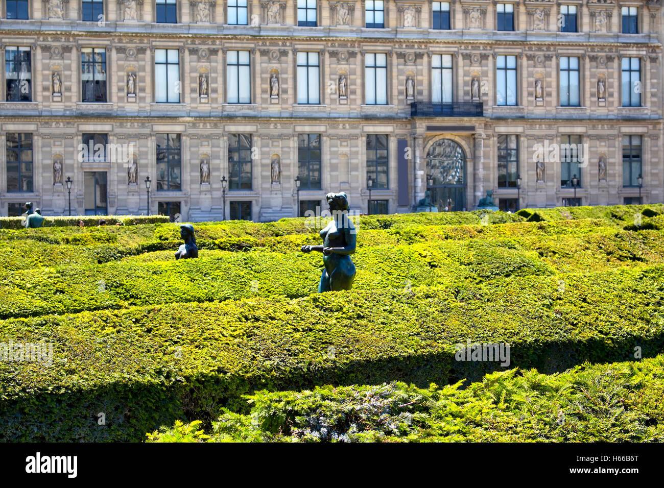 Expansiva, 17th-century jardín formal salpicado de estatuas, entre ellas 18 bronces por Maillol en Jardin des Tuileries en París Foto de stock