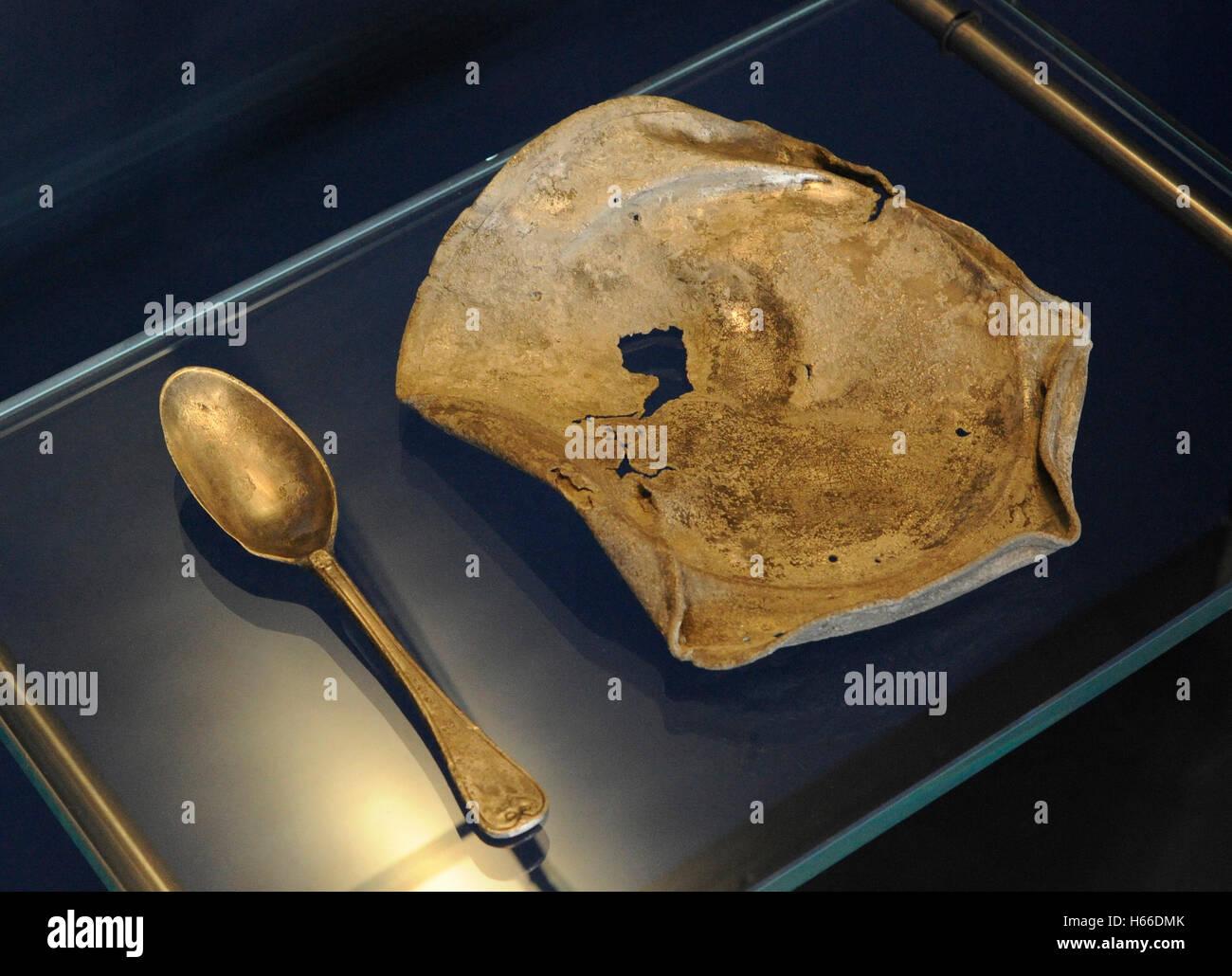 La comida era escasa en la cárcel pontones. Estos utensilios para comer fueron utilizadas por el personal en un barco noruego justo antes de las guerras napoleónicas. A principios del siglo XIX. Museo Histórico. Oslo. Noruega. Foto de stock