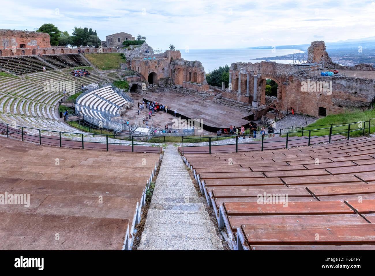 El Teatro Greco, Taormina, Sicilia, Italia Foto de stock