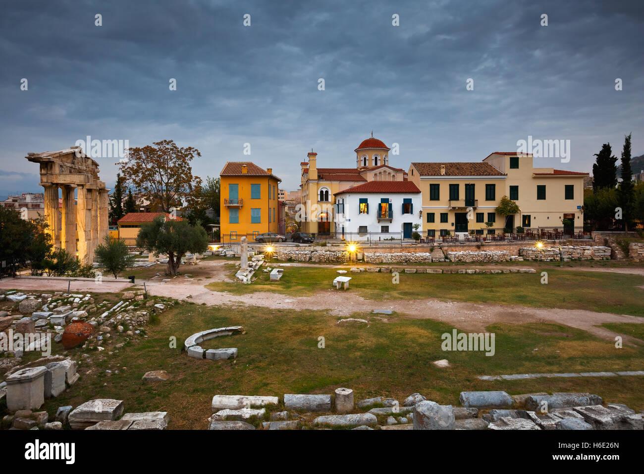 Ruinas antiguas en la ciudad de Atenas, Grecia. Imagen De Stock