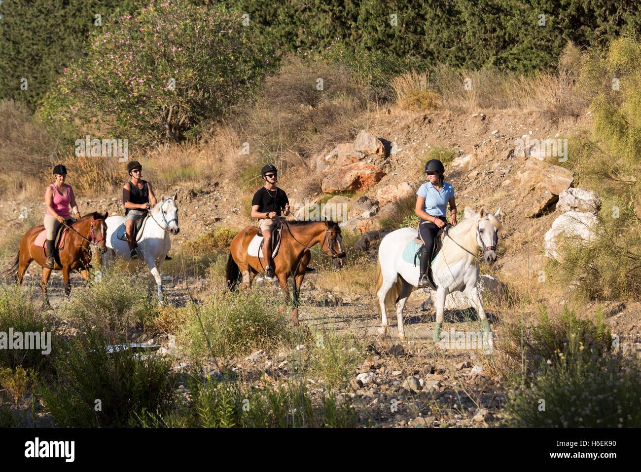 Montando a caballo a través de la naturaleza. Mijas. Costa del Sol, provincia de Málaga. Andalucía Imagen De Stock
