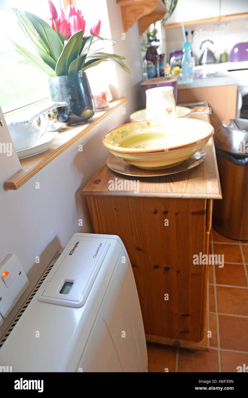 Dimplex noche calentadores de almacenamiento y copia de seguridad de agua caliente en la vivienda privada del sistema Imagen De Stock