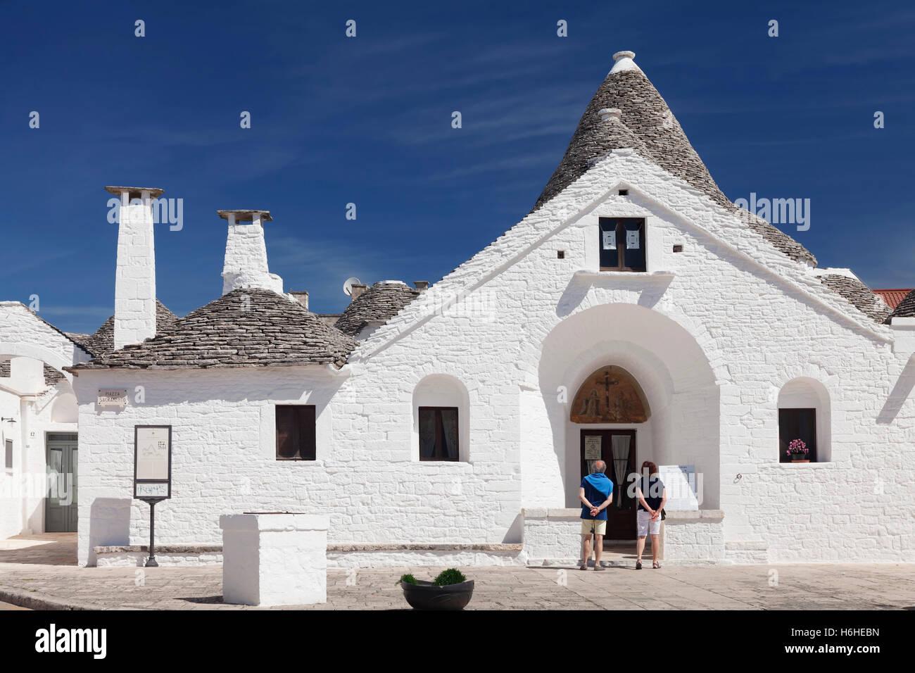 Trullo Sovrano, distrito Aia Piccola, Alberobello, Valle d'Itria, provincia de Bari, Puglia, Italia Imagen De Stock