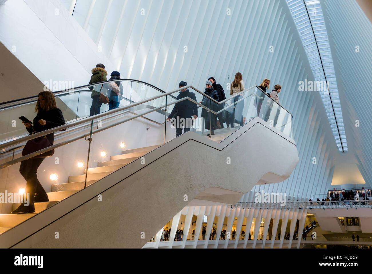 Nueva York, NY Oculus transportación en el World Trade Center, terminado en 2016, sirve a 250.000 Autoridad Portuaria Foto de stock