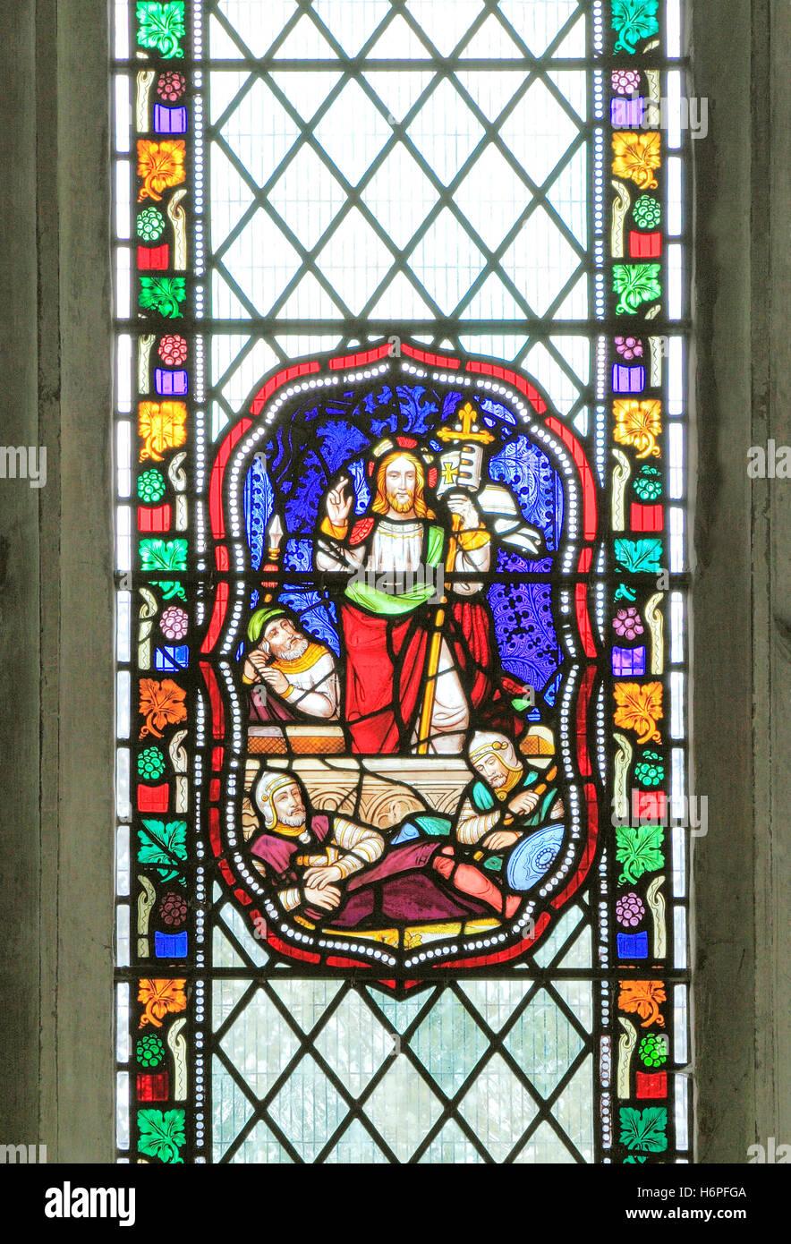 La resurrección de Jesucristo, guardias romanos, vidriera de 1860, Fakenham, Norfolk, Inglaterra, Victoriano Imagen De Stock