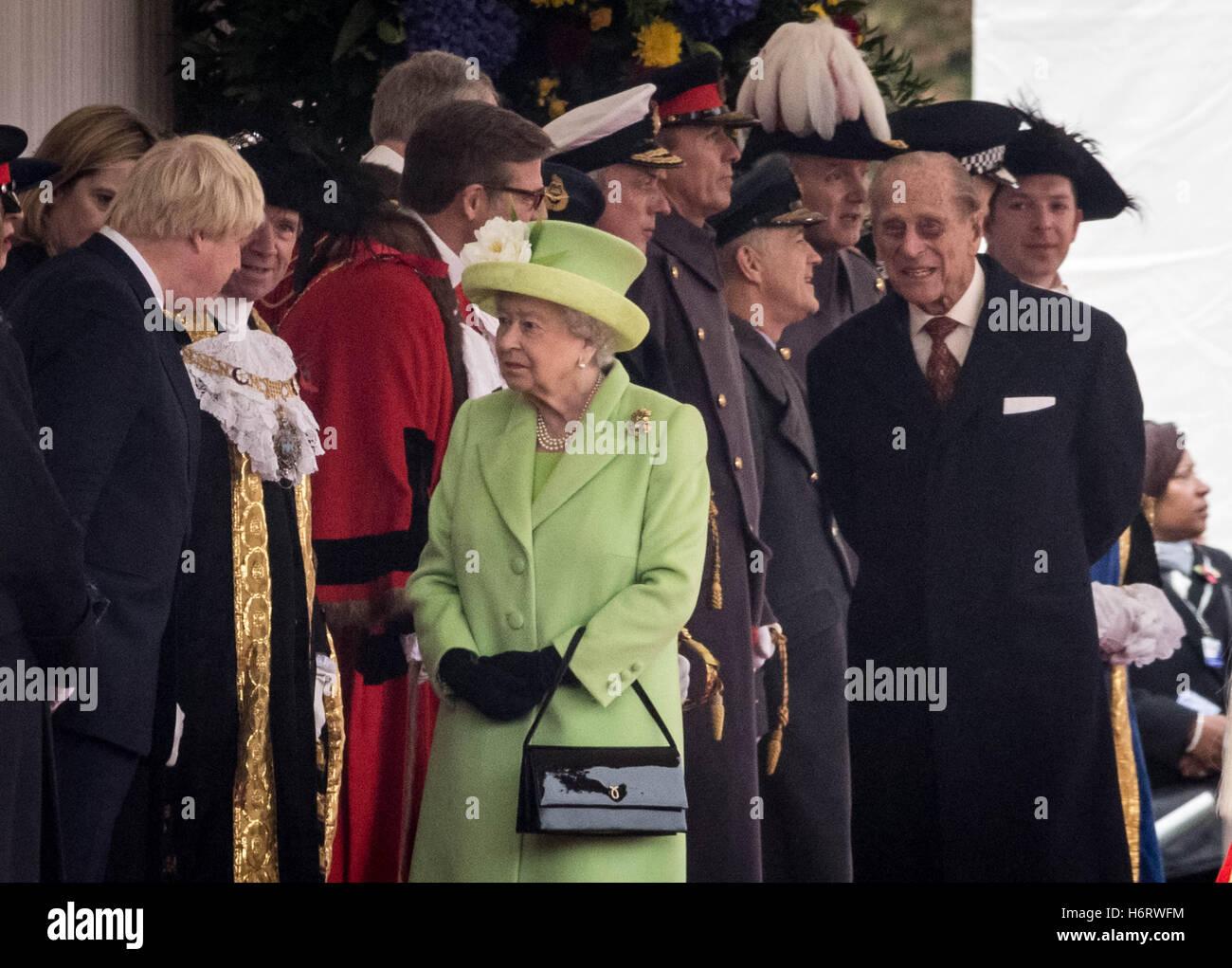 Londres, Reino Unido. 1 de noviembre de 2016. La Reina y el Duque de Edimburgo, saluda a los huéspedes en el Imagen De Stock