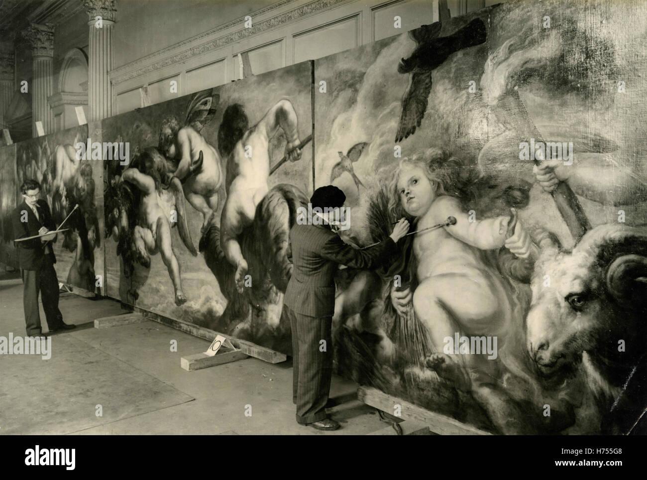 Restauración de paneles pintados por Peter Paul Rubens en el Palacio de Kensington, Londres, Reino Unido. Imagen De Stock