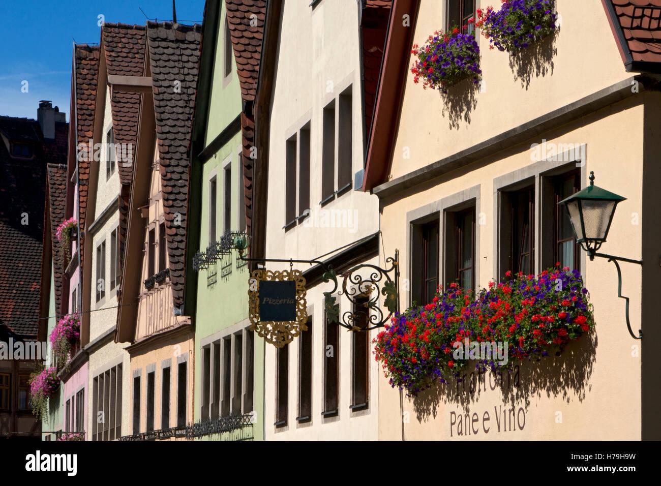 Cerca de la antigua arquitectura en Rothenburg ob der Tauber, ciudad medieval, Baviera, Alemania Imagen De Stock