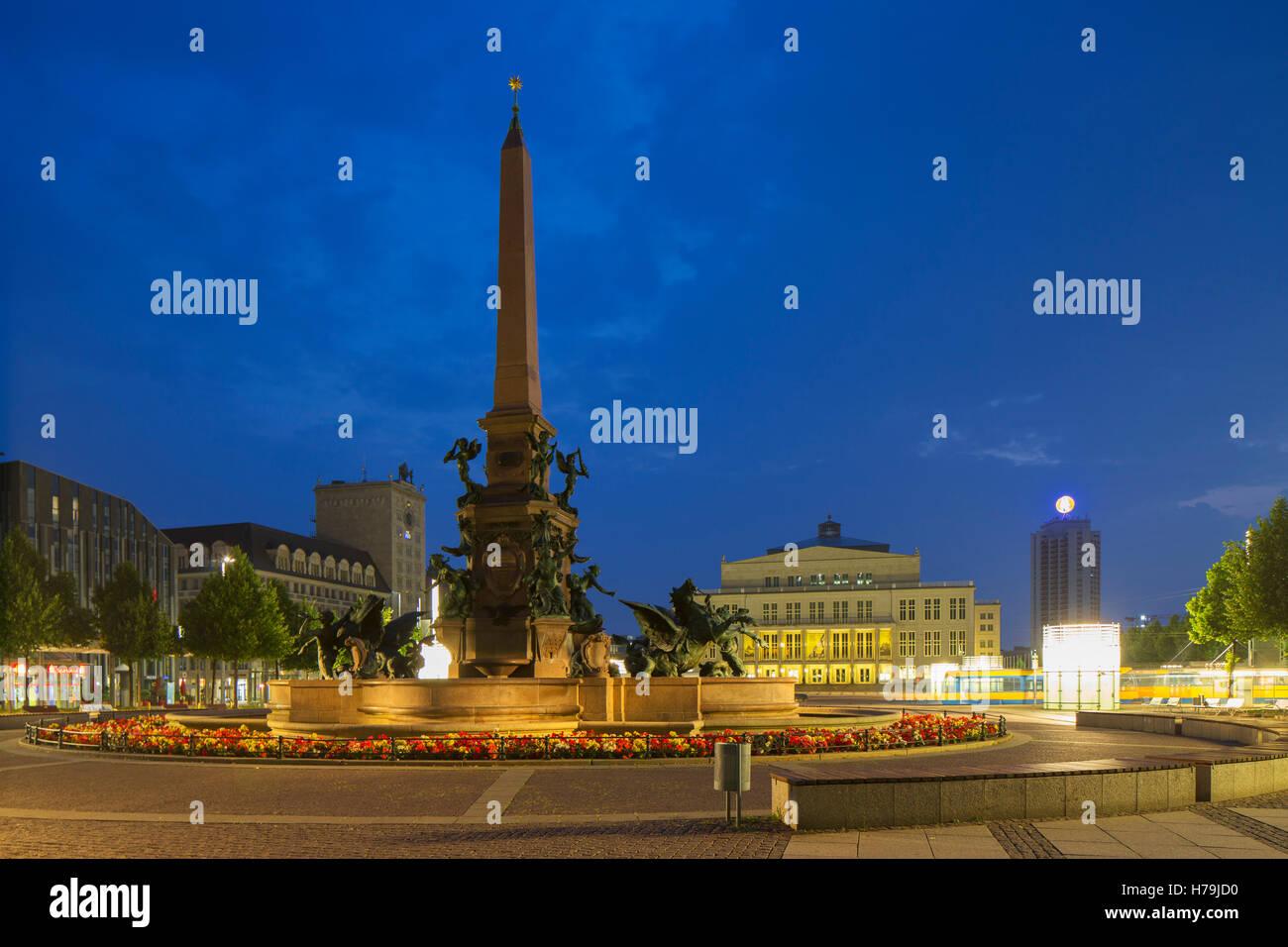 Augustusplatz al amanecer, Leipzig, Sajonia, Alemania Foto de stock