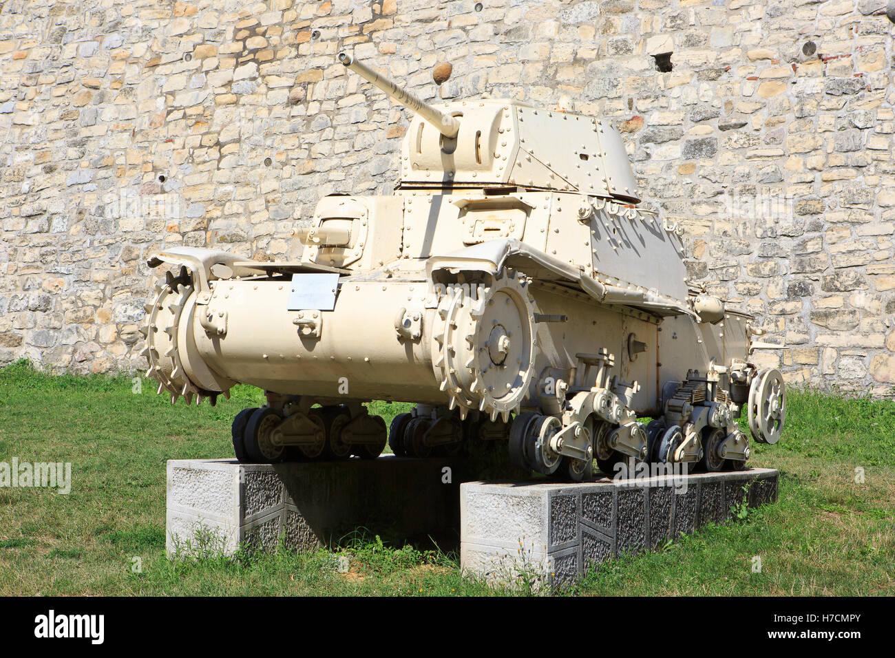 El italiano medio tanque Carro Armato M13/40 - Fiat-Ansaldo M13/40 (construido en 1940) en el Museo Militar de Belgrado, Imagen De Stock