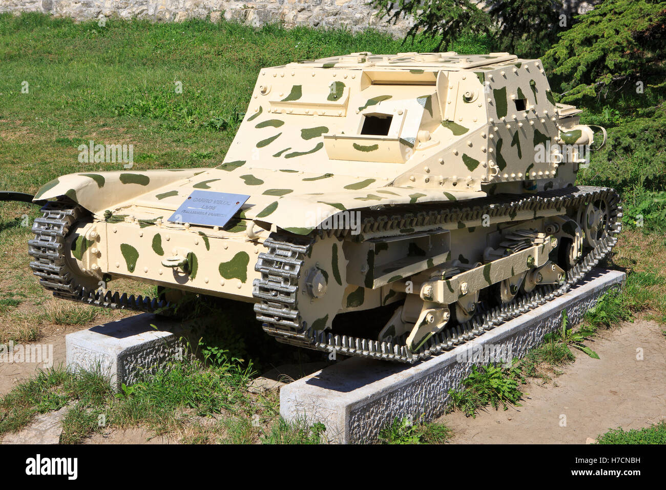 El italiano tankette L3/35 o Carro Veloce CV-35 en servicio (1935-1944) en el Museo Militar de Belgrado, Serbia Imagen De Stock