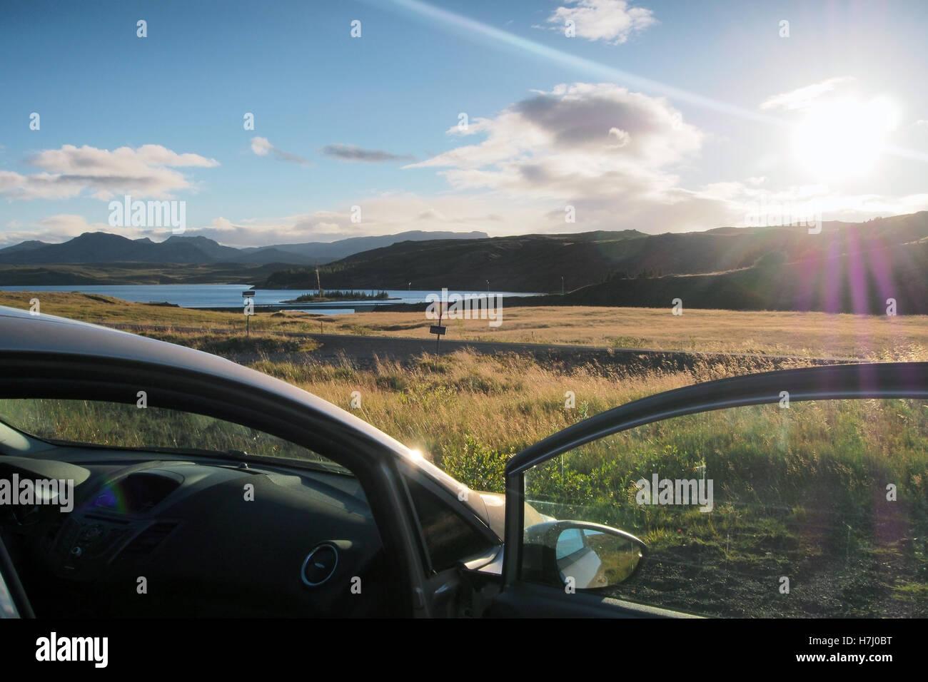 La conducción holiday Road Trip en Islandia Imagen De Stock