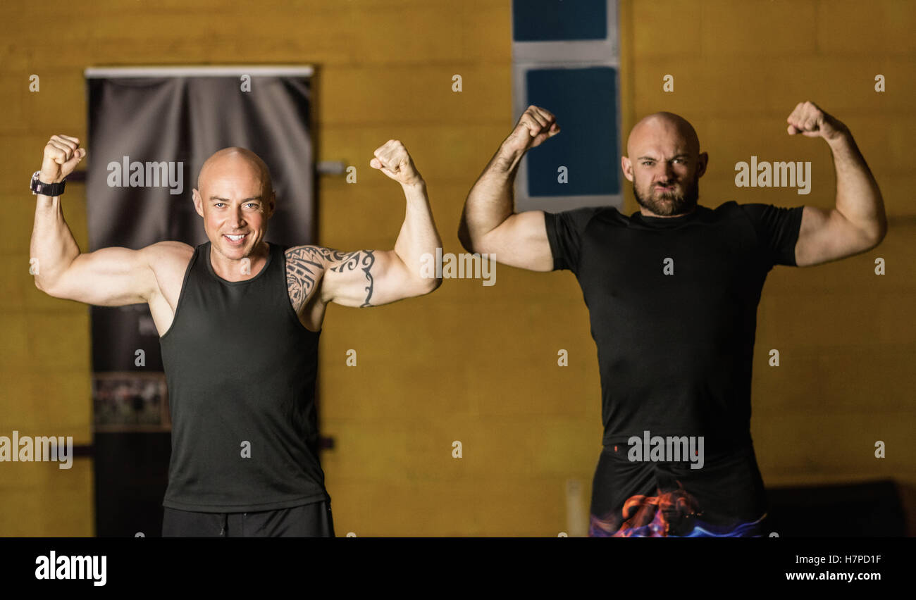 Retrato boxeadores tailandeses mostrando sus músculos Imagen De Stock