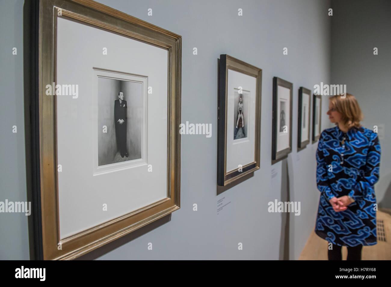 Londres, Reino Unido. 8 nov, 2016. Noel Coward, en la esquina de la serie de retratos de Irving Penn - El Ojo radical: Foto de stock