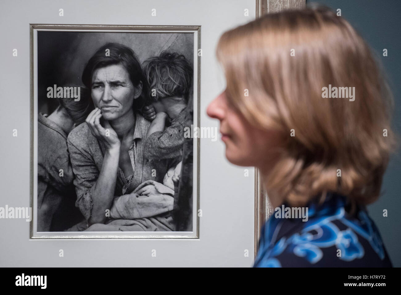 Londres, Reino Unido. 8 nov, 2016. Madre migrante 1936 por Dorothea Lange - El Ojo radical: Fotografía modernista Foto de stock