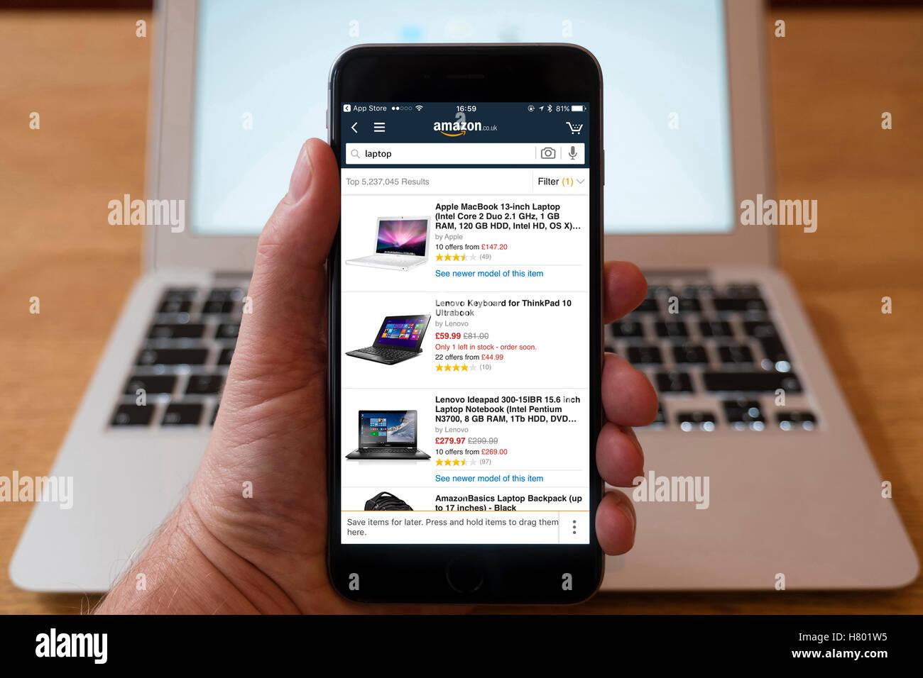 Tiendas De Ordenadores Online.Usando El Iphone Smartphone Mostrar Amazon Tienda Online Con