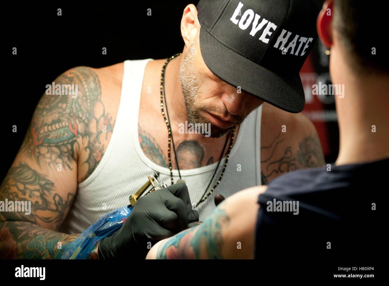 Artista Ami James asiste a la Convención de tatuaje de tinta de Copenhague de 2013. Foto de stock